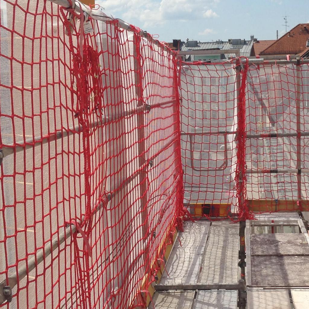 München Schwabing - Gerüstbau & Gerüstverleih - Fassadengerüst und Schutznetz